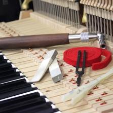 Accord de piano, accordage piano, Jean-Baptiste Boussion apprécie le concert, accordeur, accordeur Haut-Rhin, déplacements dans le 67 68 57,Yamaha, Steinway A B C D O, Schimmel, Sauter
